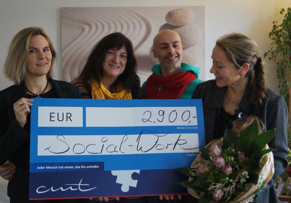 2.900 Euro kamen für den guten Zweck zusammen. Foto: cmt Wolfsburg