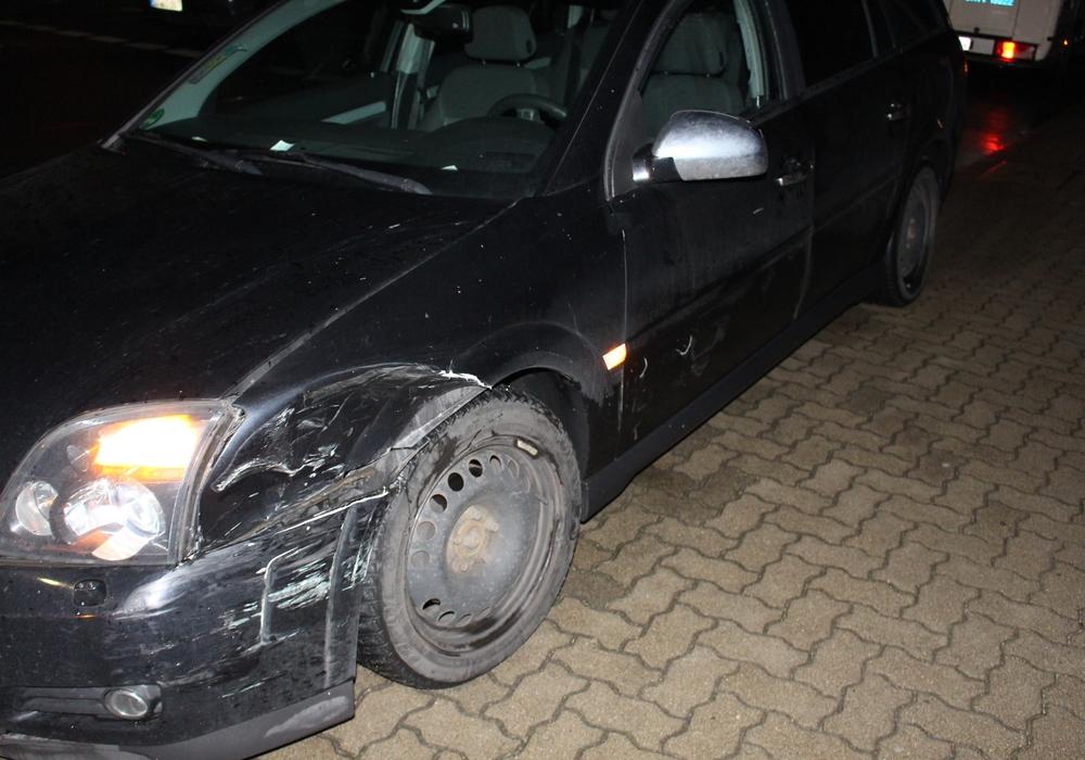 Leichter Sachschaden an einem Opel. Foto: Max Förster
