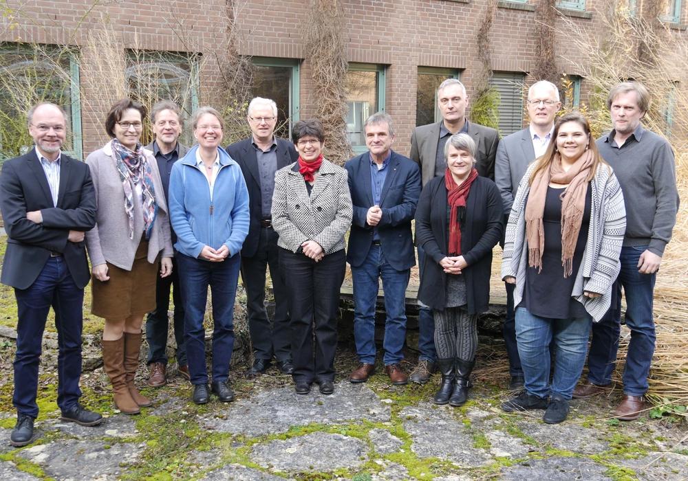 """""""Dorf ist nicht gleich Dorf"""": Das Modellvorhaben startet mit einem Treffen der Projektgruppe mit Vertreterinnen und Vertretern von Land, vier Landkreisen sowie HAWK und Universität Göttingen. Foto: Landkreis Göttingen"""