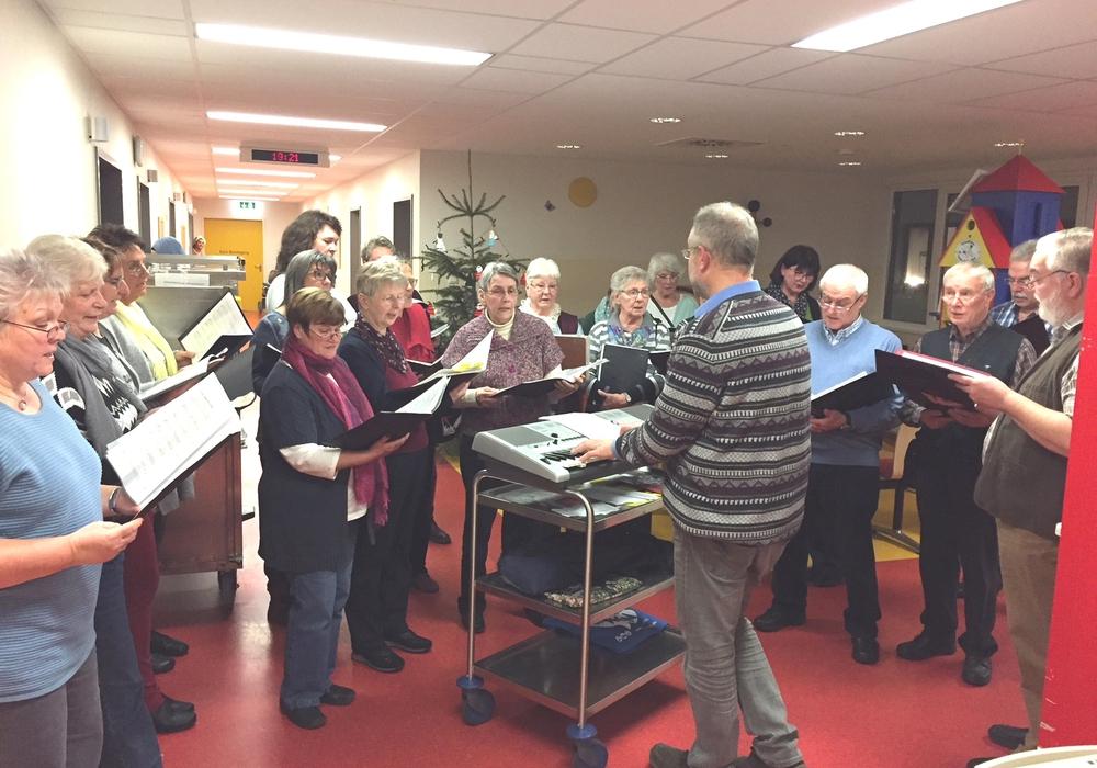 Bereits seit fünf Jahren besucht der Kirchenchor Lesse die Patienten und Mitarbeiter im Helios Klinikum Salzgitter. Foto: Helios Klinikum Salzgitter GmbH