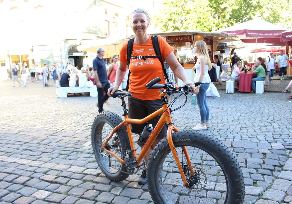 Marion Lüdke hat bereits elf Städte auf ihrer Tour durchfahren. Am Donnerstag machte sie in Braunschweig halt. Foto: Max Förster
