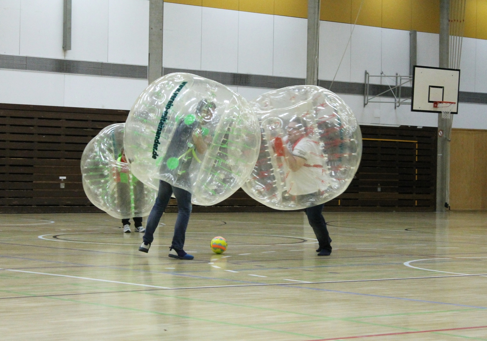 In durchsichtigen Kugeln treten die Fußball-Teams gegeneinander an. Foto: Stadt Goslar