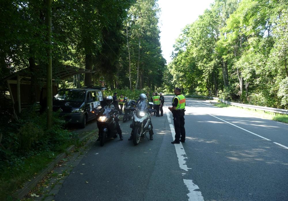 Am Sonntag wurde im Harz eine Motorradkontrolle der Polizei Goslar, des TÜV-Nord und des Landkreises Goslar unter dem Motto - Sicher durch den Harz durchgeführt. Fotos: Polizei