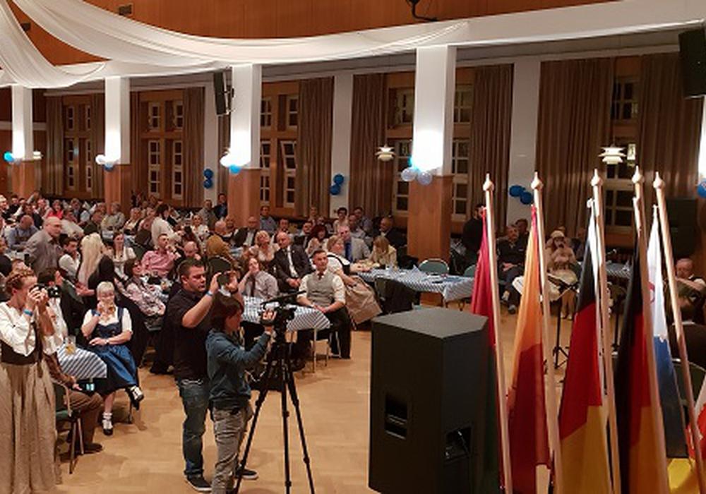 Die AfD konnte zahlreiche Gäste aus vielen teilen des Landes in Wolfsburg begrüßen. Foto: AfD