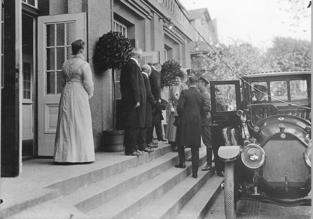 Foto: Herzogin Victoria Luise besucht das Wolfenbütteler Stadttheater vor 1918. Foto Museum Wolfenbüttel. Foto: Museum Wolfenbüttel