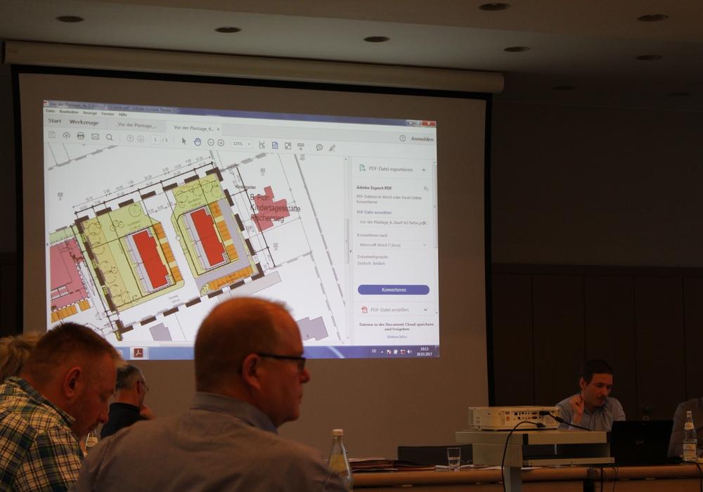 """Der Bau- und Umweltausschuss Königslutter lehnte auch den überarbeiteten Bebauungsplan """"Vor der Plantage"""" ab. Foto: Christoph Böttcher"""