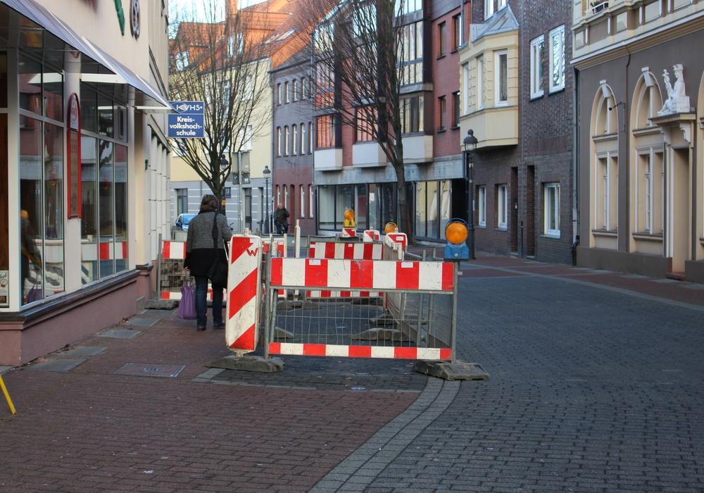 Vor dem Bäcker in der Stederdorfer Straße kann man wegen einer Baustelle dieser Tage nicht parken. Foto: Frederick Becker
