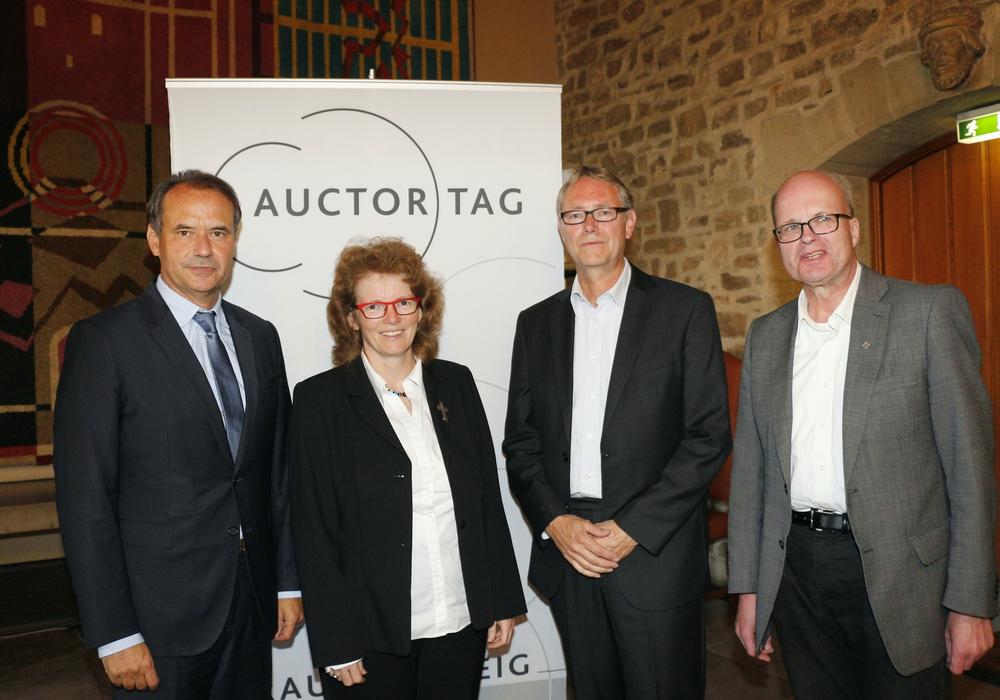 Auctortag:  OB Markurth, Pröpstin Hirschler, Prof. Dr. Jürgen Manemann und Propst Heine (von links). Foto: Siegfried Nickel