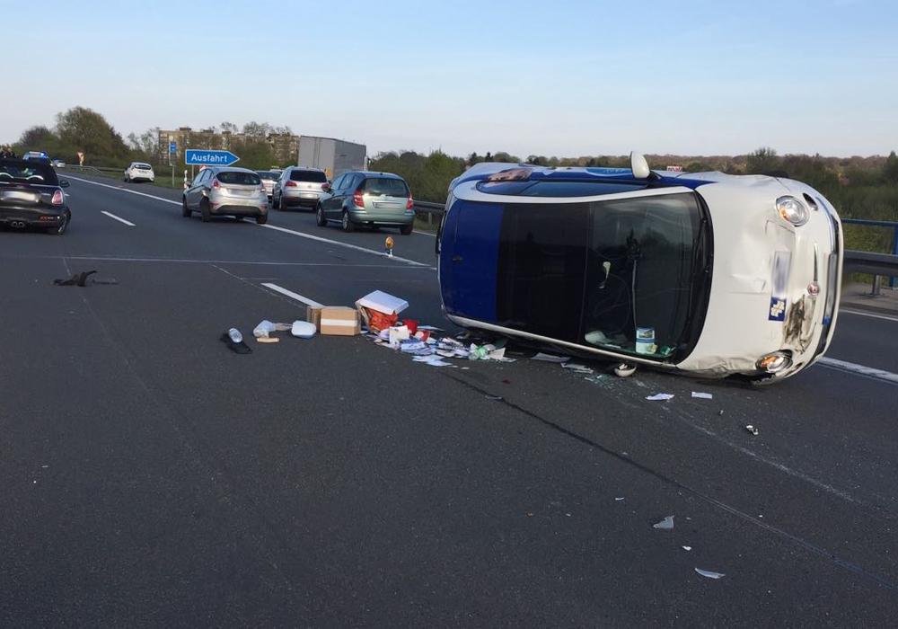 Die Fahrzeuginsassen kamen mit leichten Verletzungen ins Krankenhaus. Fotos: Alexander Panknin