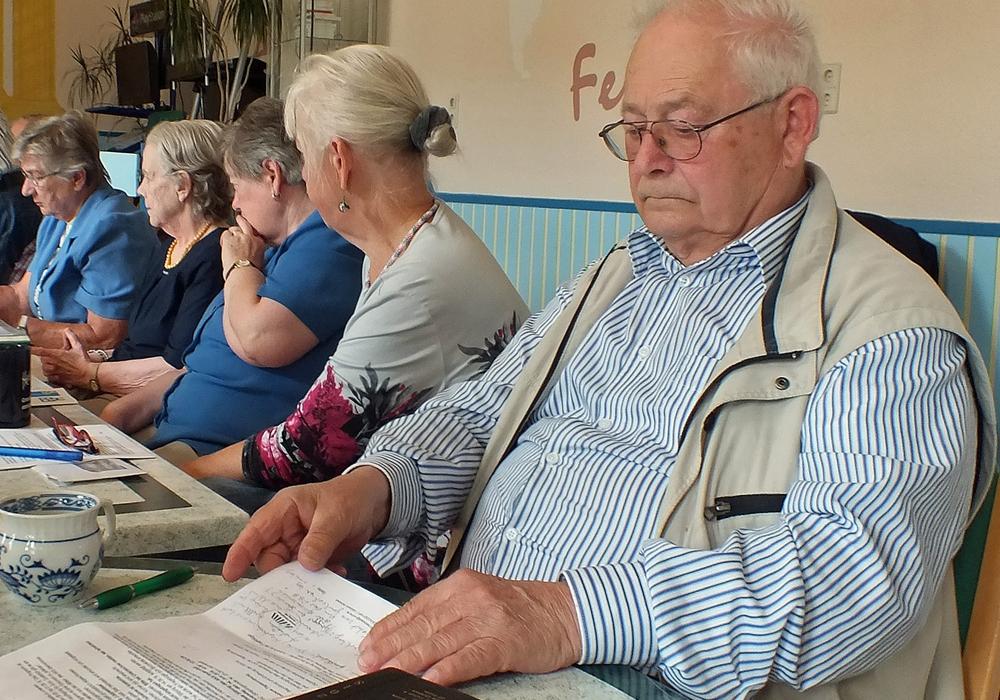 Fritz Pietrek in der Runde des Arbeitskreises Senioren als Vorbild im Straßenverkehr. Foto: Kreisverkehrswacht Helmstedt
