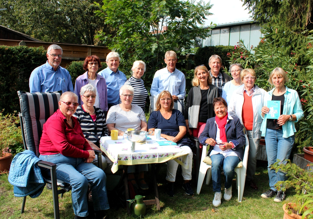 Leiterin Maria Hauck (rechts) teilte die neuen Termine mit Foto: Bernd-Uwe Meyer