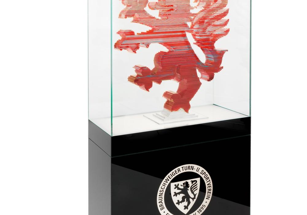 Der Eintrachtlöwe aus Glas. Foto: hannokeppel.de