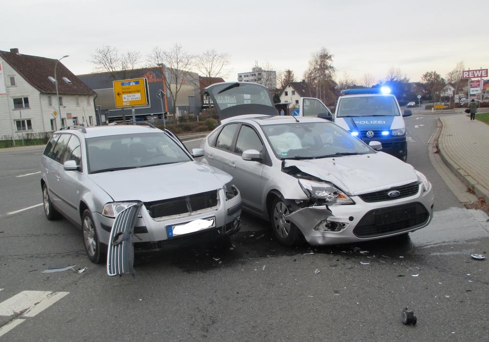 Die beiden Autos mussten abgeschleppt werden. Foto: Polizei Goslar