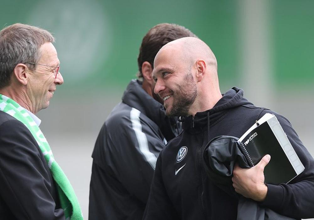 Stephan Lerch (re.) hat mit seinem Team das Bremen-Spiel ausführlich analysiert und will den nächsten Sieg einfahren. Foto: Agentur Hübner