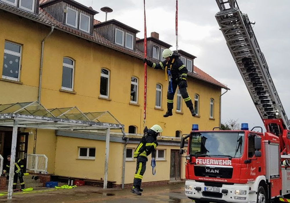 Beim regelmäßigen Atemschutzausbildungsdienst wurde das Thema Absturzsicherung vorgestellt. Fotos: Feuerwehr Helmstedt