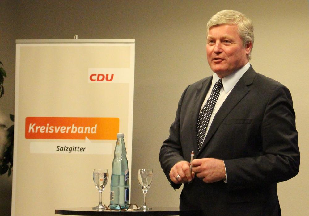 Bernd Althusmann stand seinen Parteifreunden Rede und Antwort und beantwortete geduldig und souverän die Fragen aus der Zuhörerschaft. Fotos: Frederick Becker