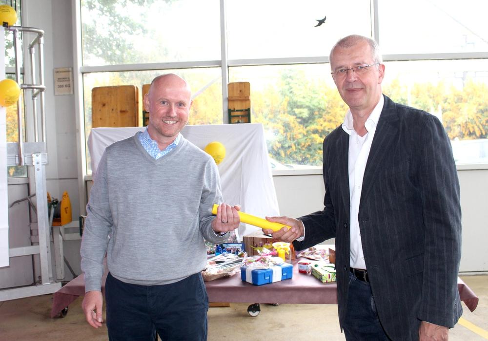 Dr. Tobias Jüttner (li.) übernimmt den Staffelstab von Dr. Ulrich Heida. Fotos: Alexander Dontscheff