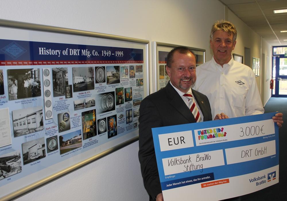 Steffen Krollmann, Vorstandsvorsitzender der Volksbank BraWo Stiftung, Peter Müller, Geschäftsführer DRT GmbH & Co. KG  (von links), Foto: privat
