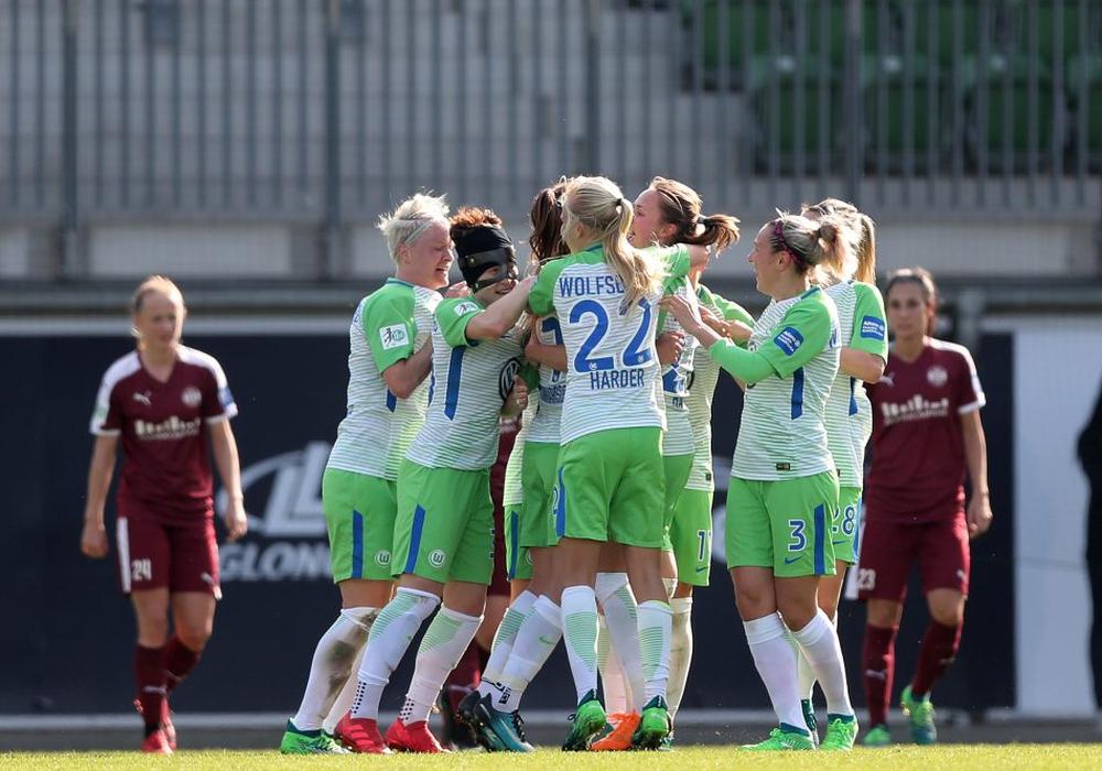 Die Frauen des VfL Wolfsburg jubeln über den Finaleinzug im DFB-Pokal. Foto: Agentur Hübner