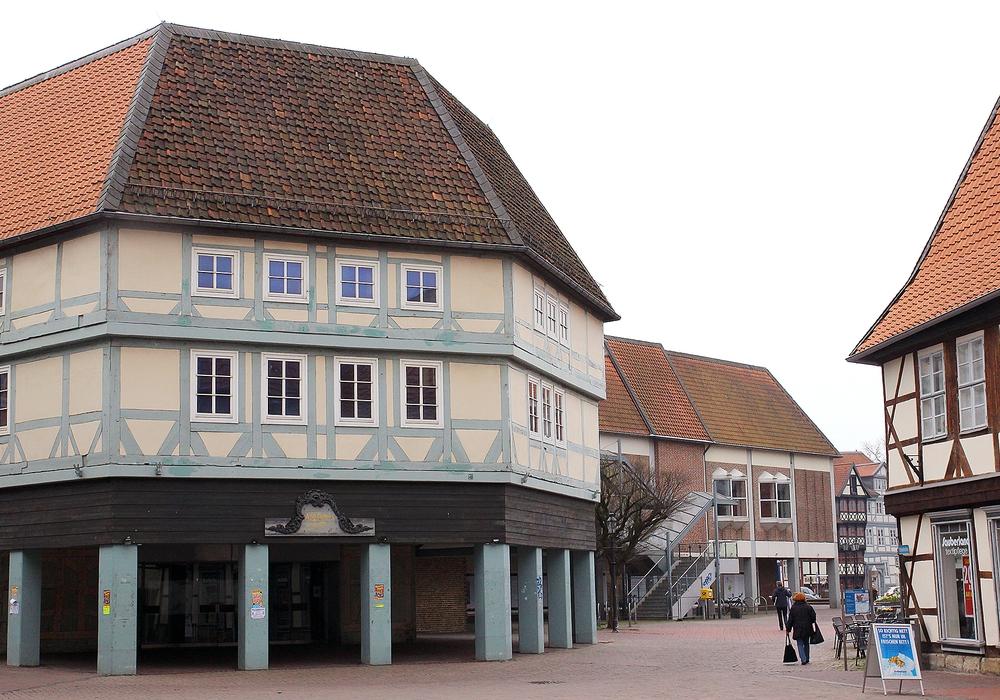 Der Abriss der Hertie-Immobilie zur Entwicklung des neuen Geschäftshauses Löwentor wird sich gegenüber der ursprünglichen Planung verspäten. Foto: Archiv