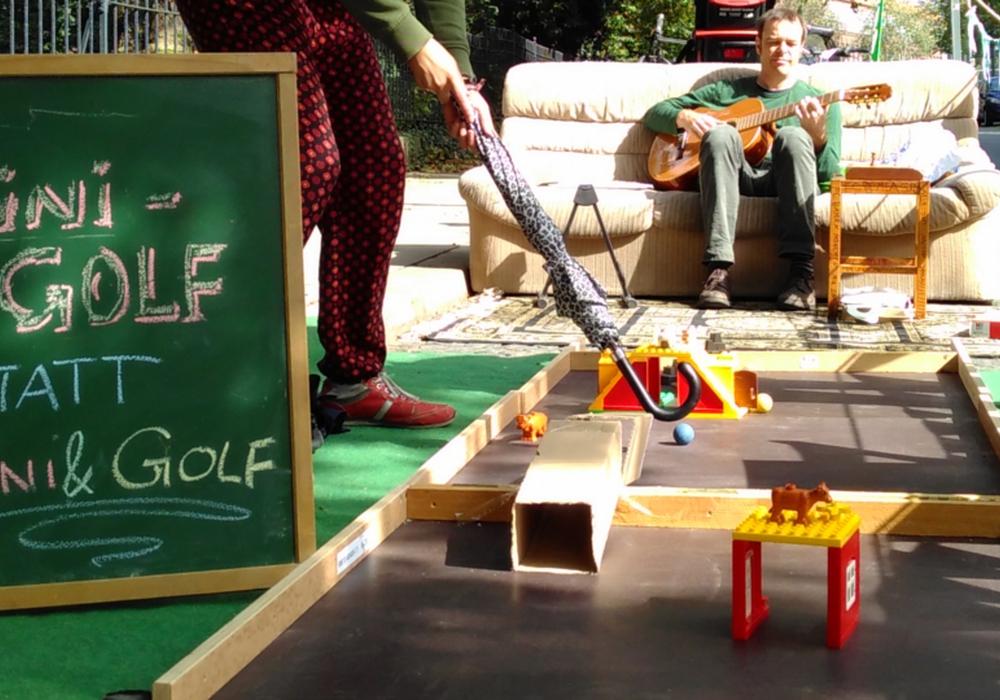 Das Mittagstief kann mit Outdoor-Aktivitäten wie Minigolf (statt Mini & Golf) spielereisch bekämpft werden. Foto: Greenpeace