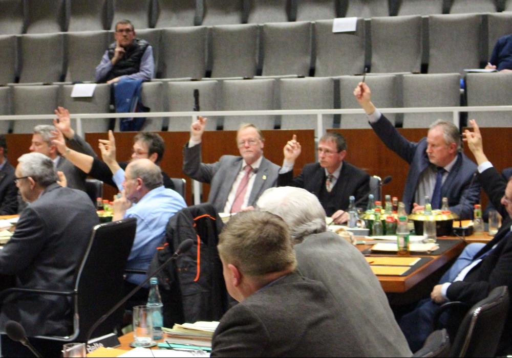 Der Rat stimmt über den Haushaltsplan der Verwaltung ab. Fotos: Frederick Becker