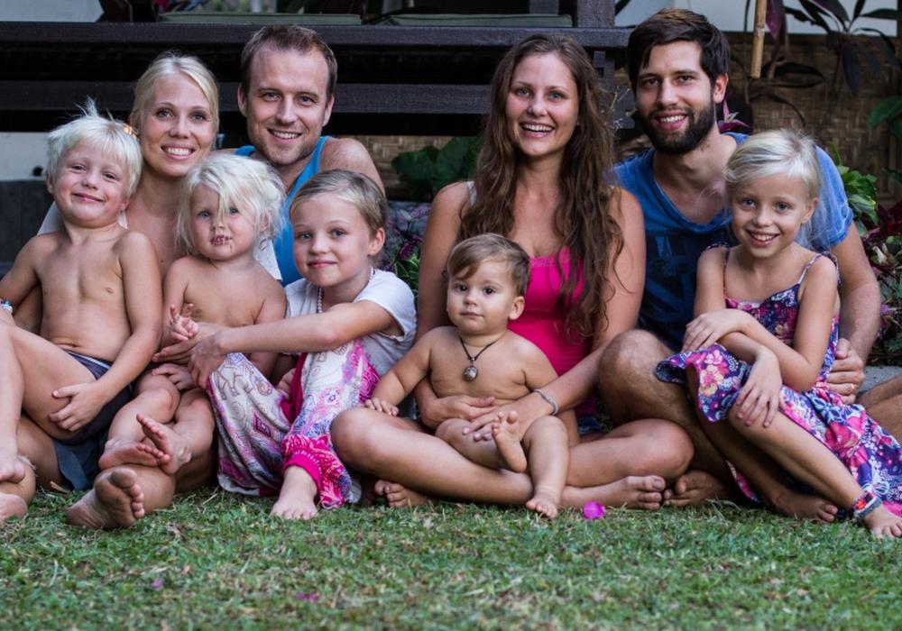Diese beiden Familien waren zusammen auf Weltreise. Foto: imFilm