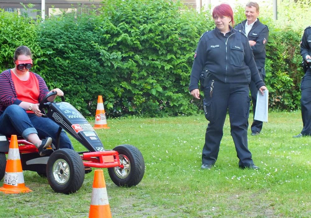 Präventionseinsatz der Polizei mit dem Kettcarparcours der Kreisverkehrswacht Helmstedt e.V. Foto: Achim Klaffehn