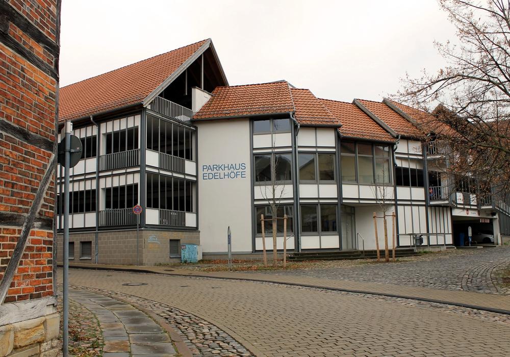 Auch im Parkhaus Edelhöfe kann an den Adventssamstagen sowie an Heilig Abend und Silvester kostenfrei geparkt werden. Foto: Stadt Helmstedt