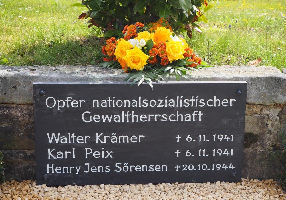 Gedenktafel auf dem Friedhof Goslar-Hahndorf - hier beginnt die Veranstaltung. Foto: Karsten Färber