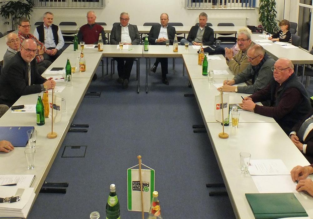 Die Versammlung 2017, Vorstandsmitglieder und Blick in den Konferenzraum. Archivfoto: Kreisverkehrswacht Helmstedt e.V.