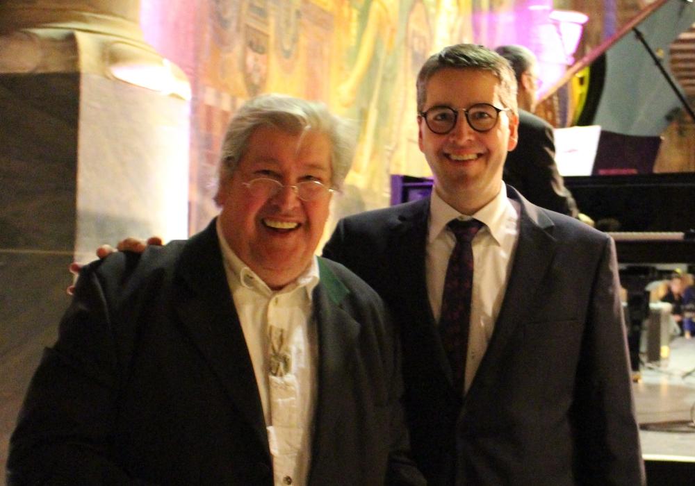 Der Künstler Helmut Krauss (links) und Bürgermeister Oliver Junk. Foto: Frederick Becker