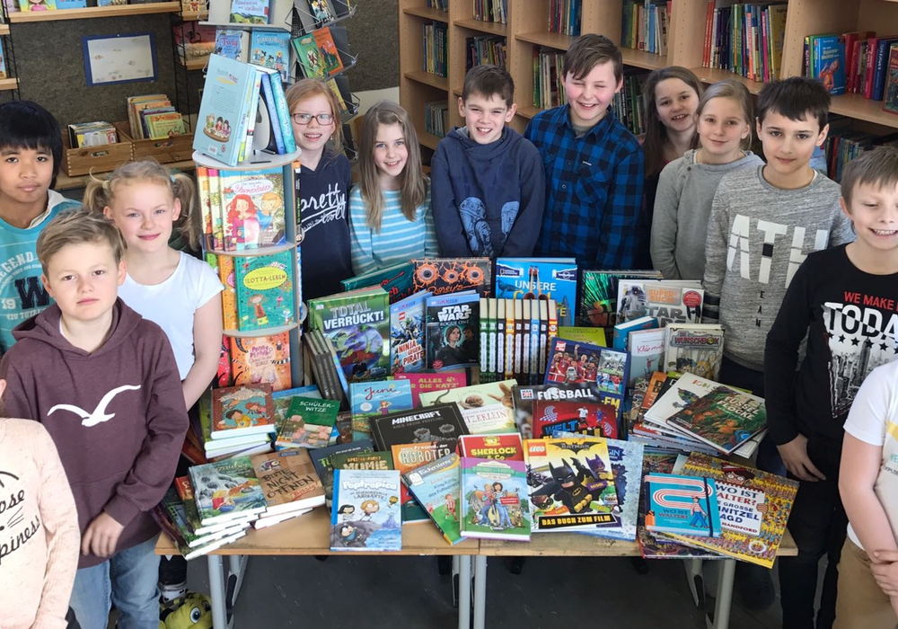 Die neuen Bücher sind da. Fotos: Förderverein der Grundschule Dettum e.V.