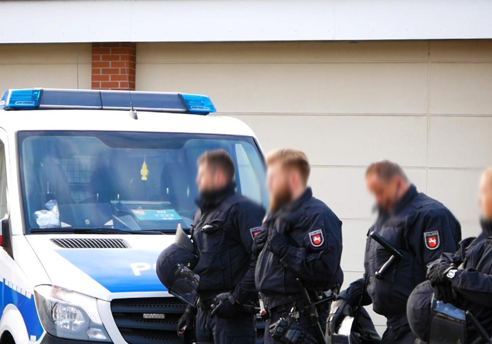 Die Polizei musste Verstärkung anfordern. Symbolfoto: Alexander Panknin