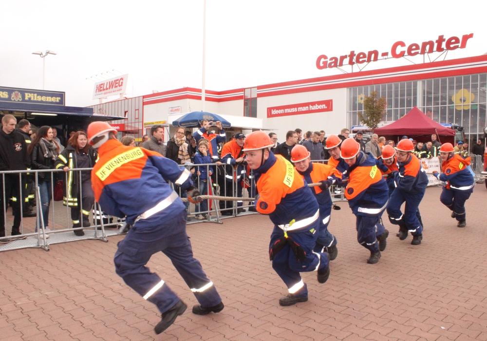 Die Jugendfeuerwehr aus Vienenburg konnte ihren Titel beim Feuerwehr-Pulling verteidigen. Foto: Anke Donner