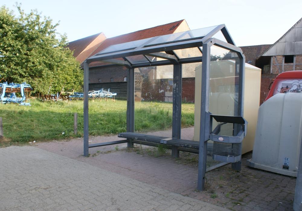 """Im Stadtteil Ölper werden auf der Celler Heerstraße die Bushaltestellen """"Am Mühlengraben"""" in stadtauswärtiger und stadteinwärtiger Seite niederflurgerecht ausgebaut. Symbolfoto: Anke Donner"""