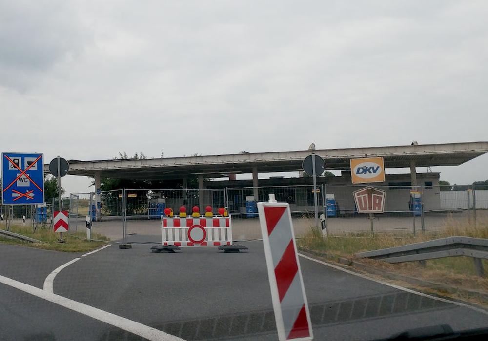Die ehemaligen Tankstellen Rüningen werden abgerissen. Foto: Alexander Panknin
