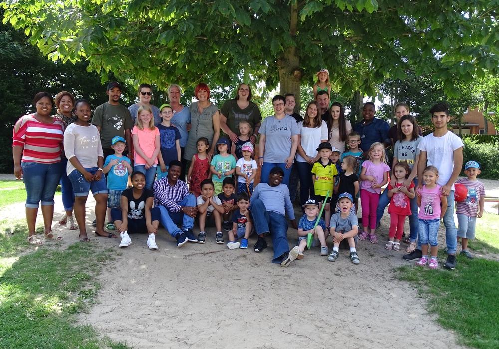 Sechs junge Südafrikaner und zwei Betreuer aus dem Partnerkirchenkreis Borwa II besuchten die Stadt Peine. Foto: Kirchenkreis Peine