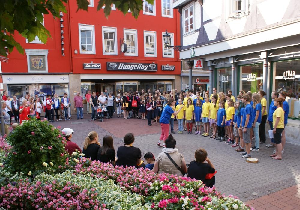 Schon 2013 belebten die internationalen Chöre die Wolfenbütteler Innenstadt.  So auch wieder in diesem Jahr. Foto: Anke Donner