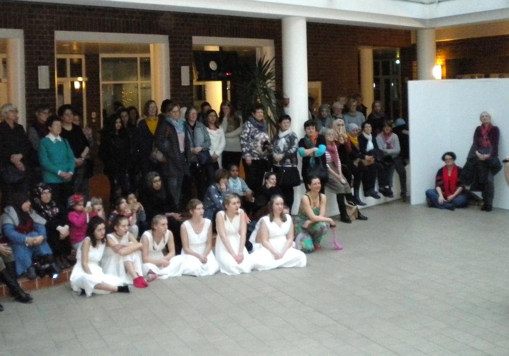 Mehr als hundert Frauen kamen ins Goslarer Kreishaus, um gemeinsam den Interkulturellen Frauenabend zu feiern. Foto: Stadt Goslar