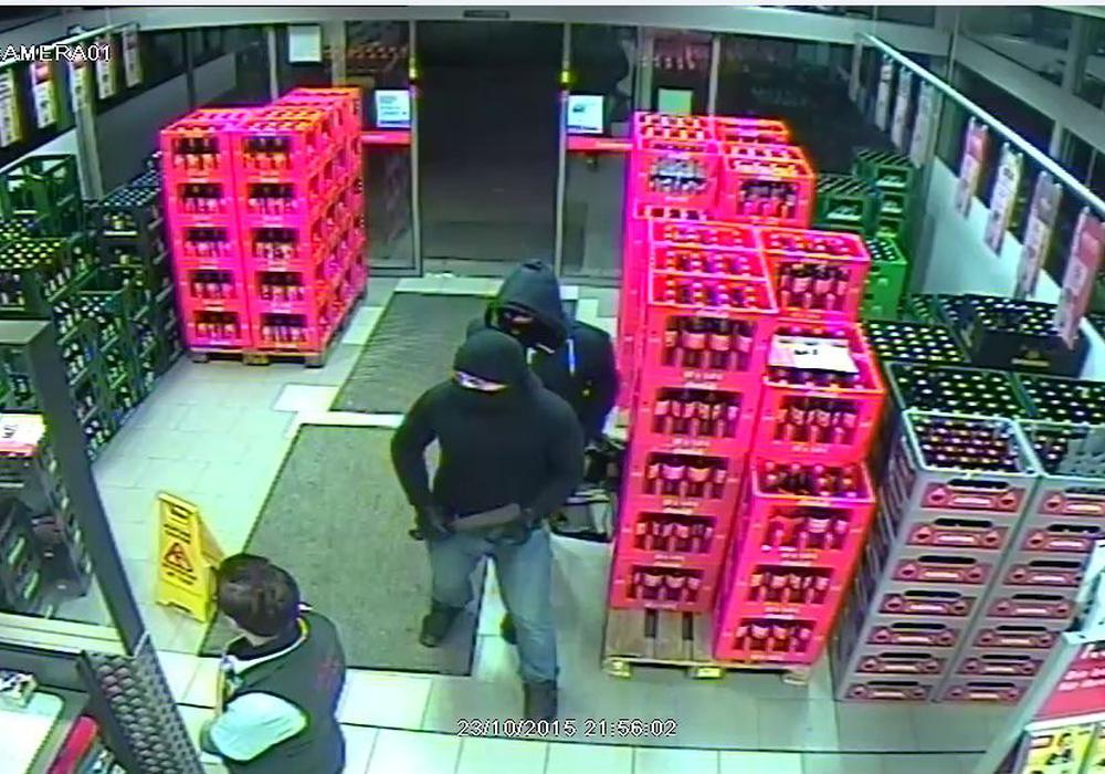 Zwei Männer überfielen den Getränkemarkt in Vienenburg. Nun konnten sie festgenommen werden. Foto: Polizei
