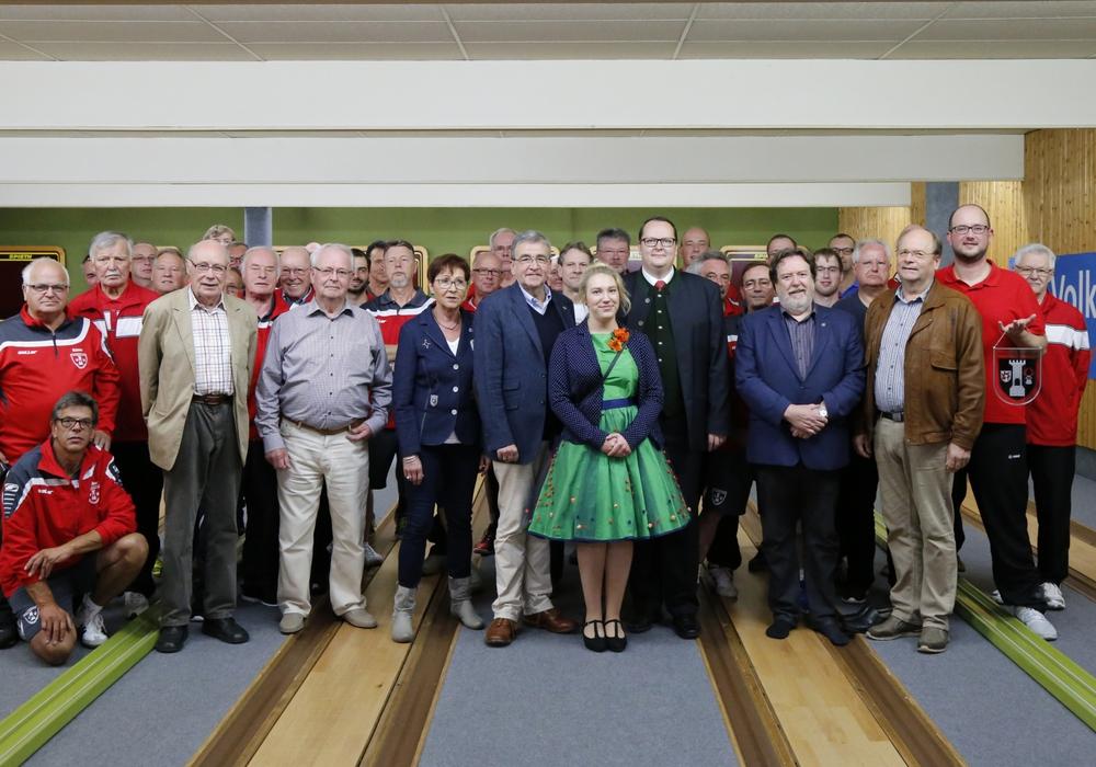 Zum Tag der Deutschen Einheit trafen sich die Bürgermeister aus Wolfenbüttel und Blankenburg in der Lessingstadt.Die Kegler aus Blankenburg und Wolfenbüttel treffen sich seit 28 Jahren regelmäßig zum sportlichen Vergleich. Fotos: Raedlein
