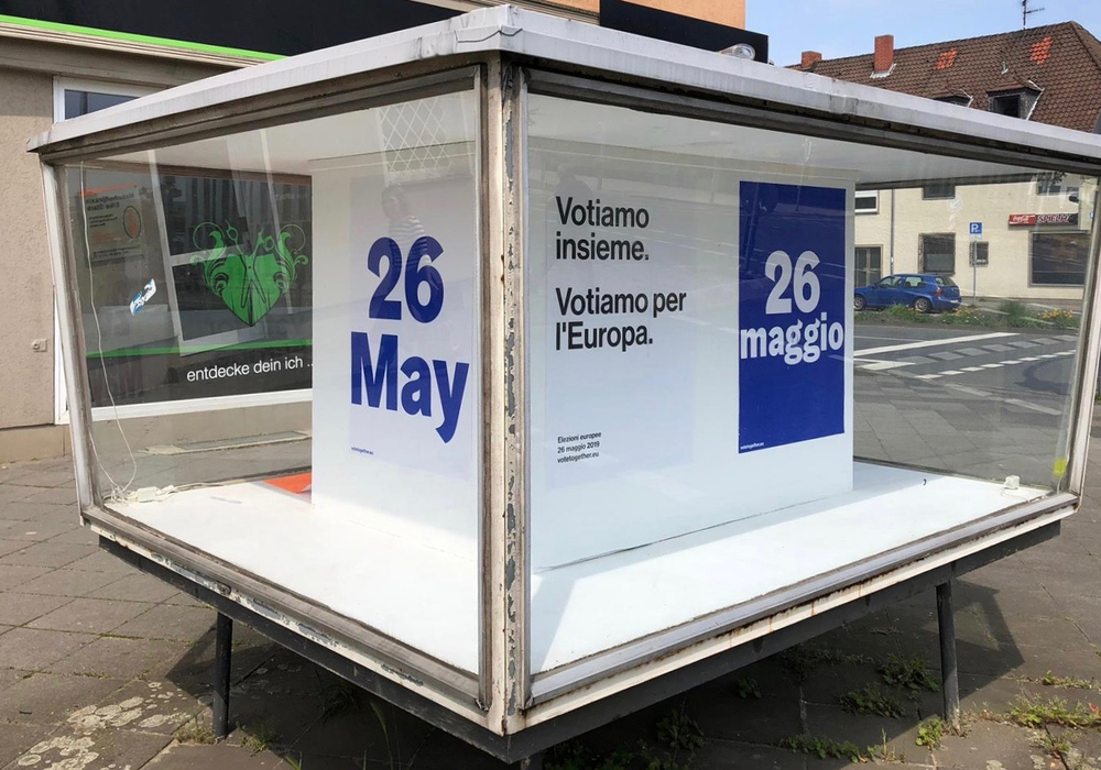 Mithilfe der noch verbliebenen Schaukästen in Wolfsburg wird auf die Europawahlen am 26. Mai aufmerksam gemacht. Foto: Schaukasten Wolfsburg