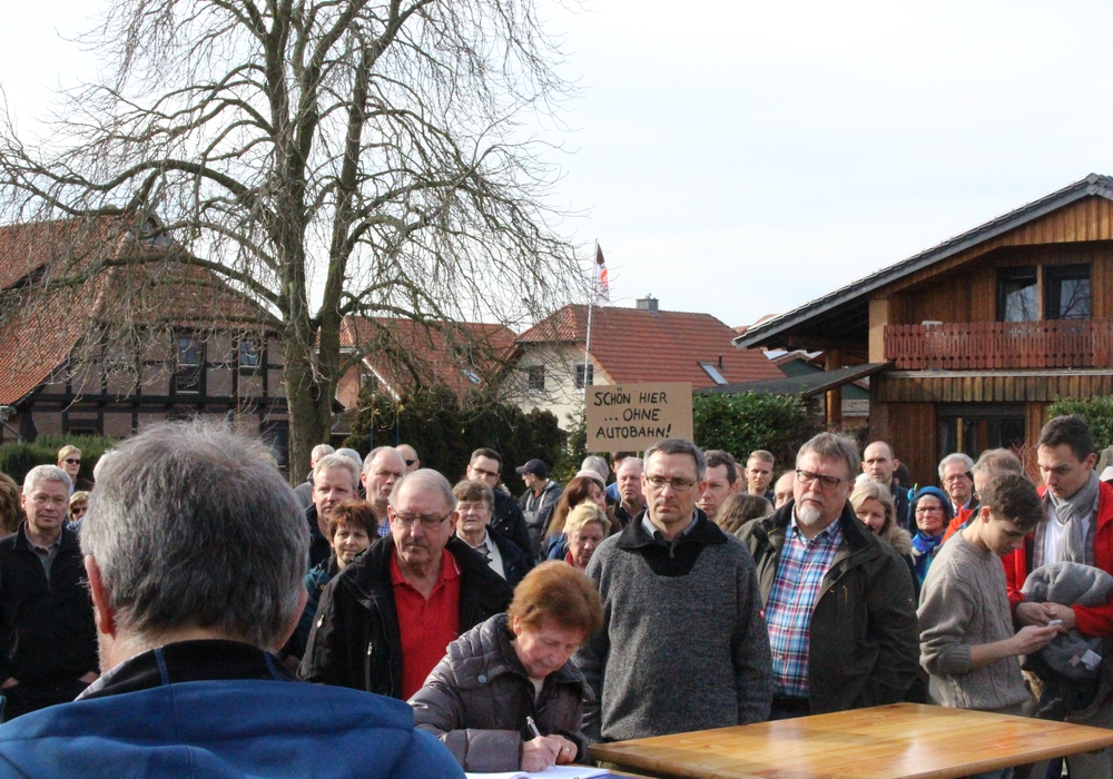 Nicht nur in Neuhaus regt sich Protest gegen die L290. Foto: Bernd Dukiewitz
