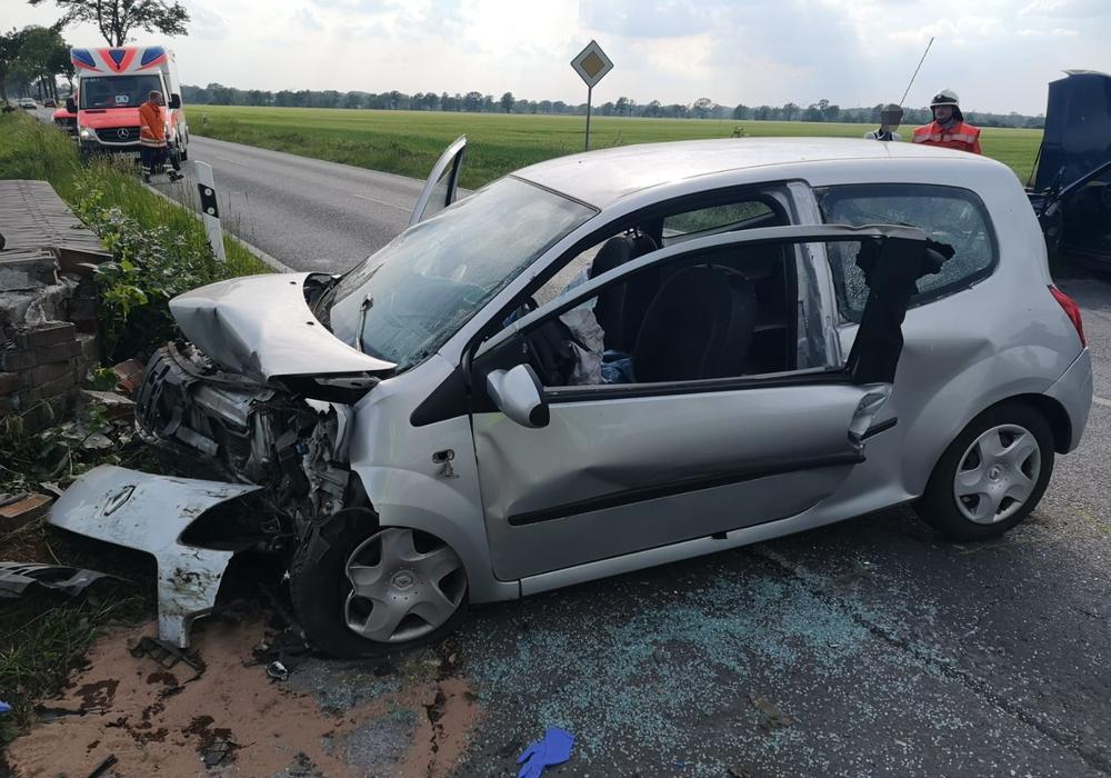 Die Fahrerin war mit ihrem Renault Twingo gegen eine Mauer geprallt. Foto: aktuell24/Kr