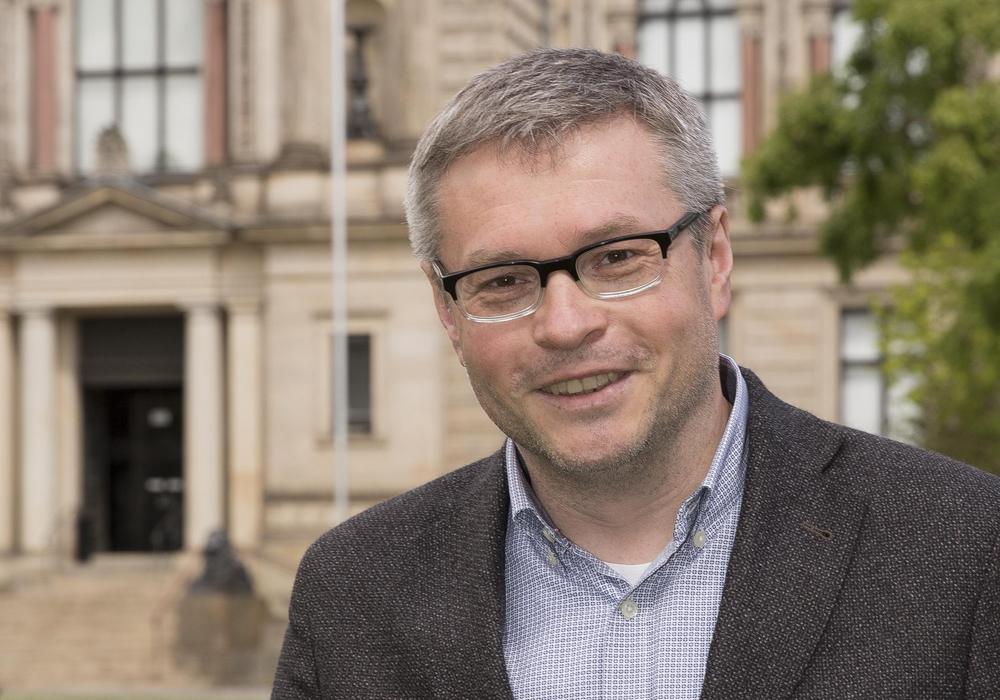 Prof. Dr. Peter Burschel, Direktor der Herzog-August-Bibliothek, kritisiert die geplante Neugestaltung des Schlossplatzes. Foto: HAB