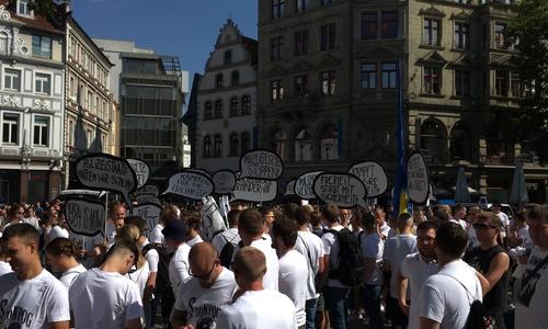 Die meisten Demonstranten hielten sich aber scheinbar an die Auflagen.