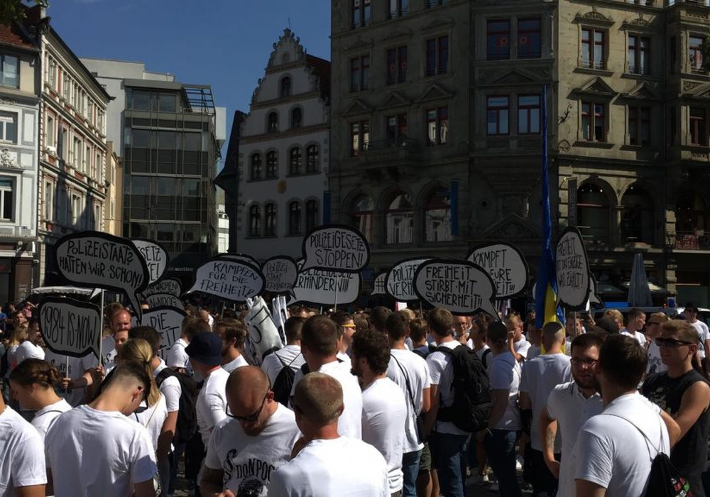 Sie demonstrierten aus Angst vor einem Überwachungsstaat. Unzählige Gegner des neuen Polizeigesetzes in Braunschweig. Foto: Sandra Zecchino/Archiv