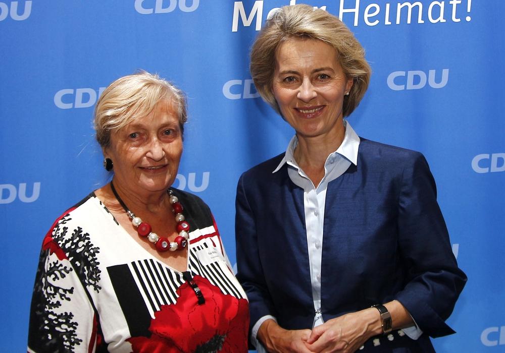 Ilse Nickel mit Bundesministerin Ursula von der Leyen. Foto: Siegfried Nickel