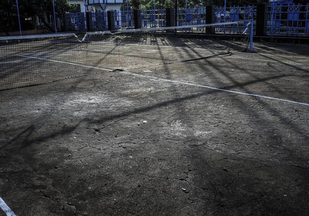 Alter verlassener Tennisplatz. Symbolfoto: pixabay